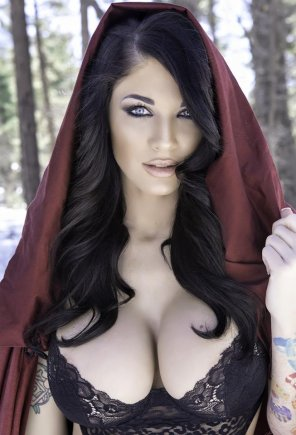 amateur photo Red Riding Hood grew up