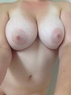 amateur photo Showing off my big tits, wanna play with them ? SC: sexyylopez