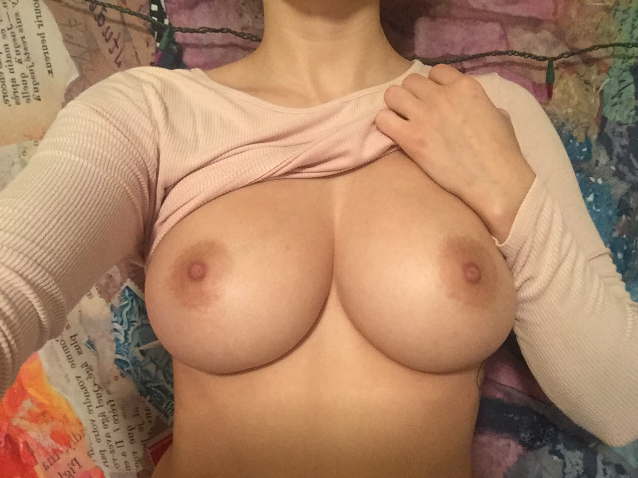 Full frontal nude of hot babe