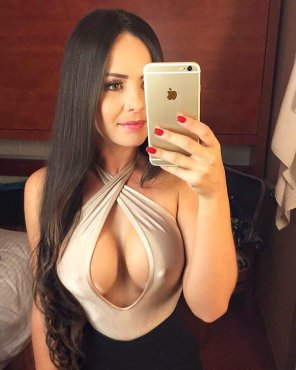 amateur photo PictureSelfie cleavage