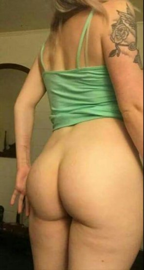 amateur photo I love when people look at my ass