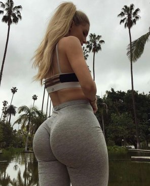 amateur photo grey sweats are the best sweats