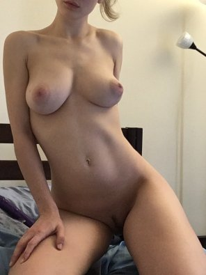amateur photo surprise, a nude [f]