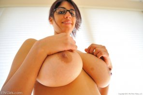 amateur photo Bespectacled and busty