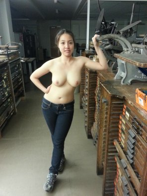 amateur photo Topless in jeans