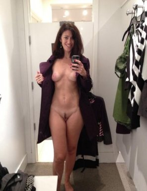 amateur photo Babe with a landing strip, in a dressing room