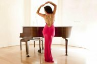 amateur photo Carmen Ríos - Open back red evening dress