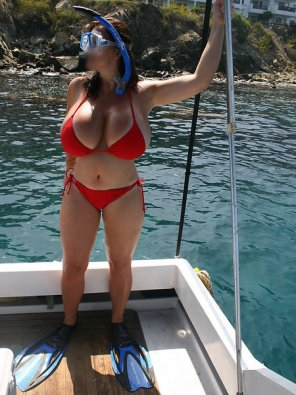 amateur photo Massive melons on this snorkeler