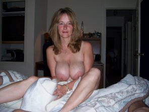 amateur photo Blue eyed milf with huge boobs