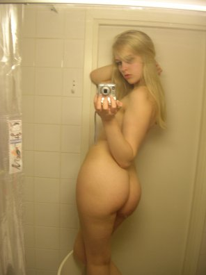 amateur photo Blonde Shower Selfie