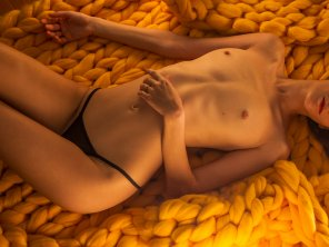 amateur photo Cuddly yellow knitted blanket ;)