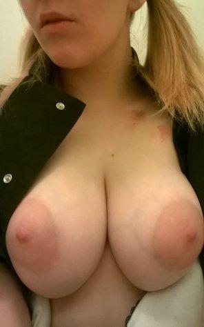amateur photo a girl with boobs