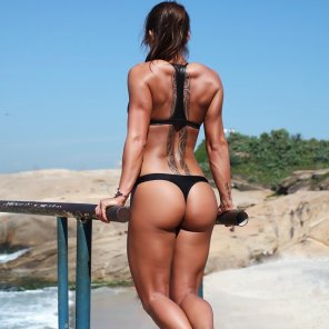 amateur photo Sandra Prikker working out at the beach