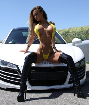 amateur photo Audi Or Lady ? Which One