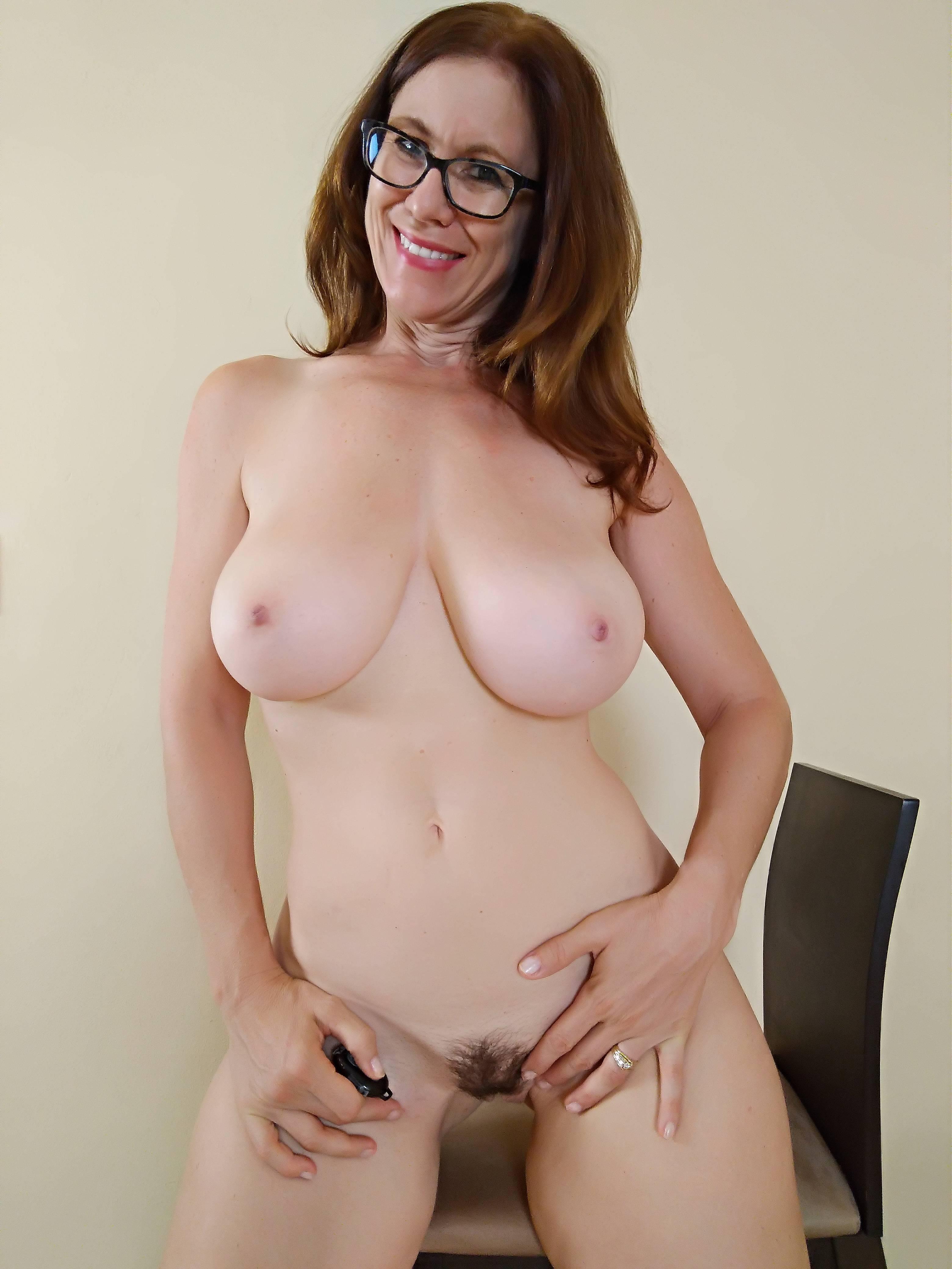 Moms naked pics