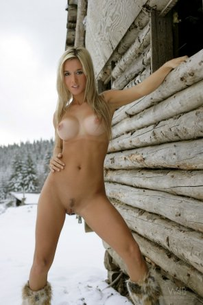 amateur photo Gorgeous blonde in the snow