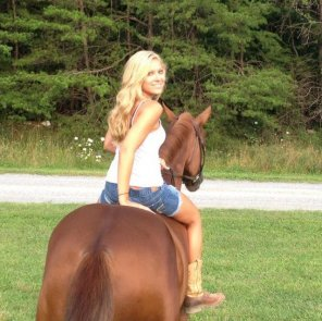 amateur photo i want to fuck this girl on this horse