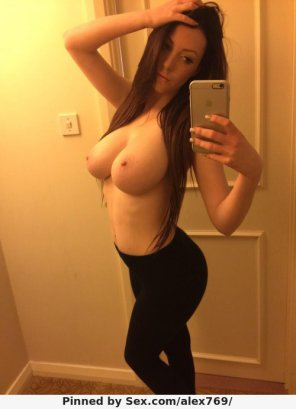 amateur photo Busty brunette