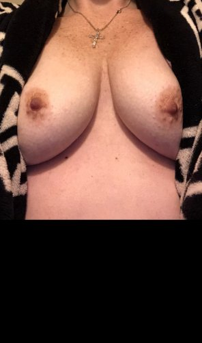 amateur photo Quick titty flash. Hope you enjoy 😉