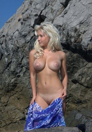 amateur photo Blonde With Big Boobs