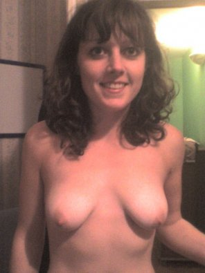 amateur photo French brunette topless