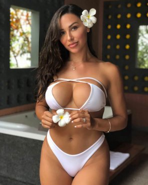 amateur photo Ana Cheri - White Bikini
