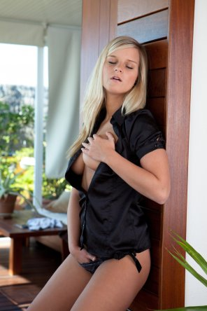 amateur photo Miela in Black