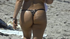 amateur photo Short Latina in Thong on South Beach