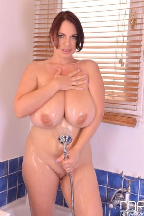 amateur photo Joanna Bliss in the shower