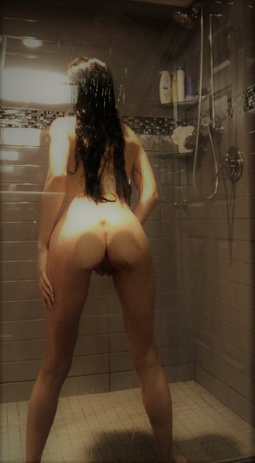 Teen Twerking The Shower