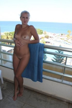 amateur photo Naked on the balcony
