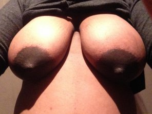 amateur photo Big brown preggo tits
