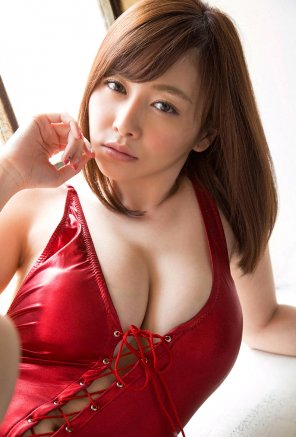 amateur photo Anri Sugihara in red