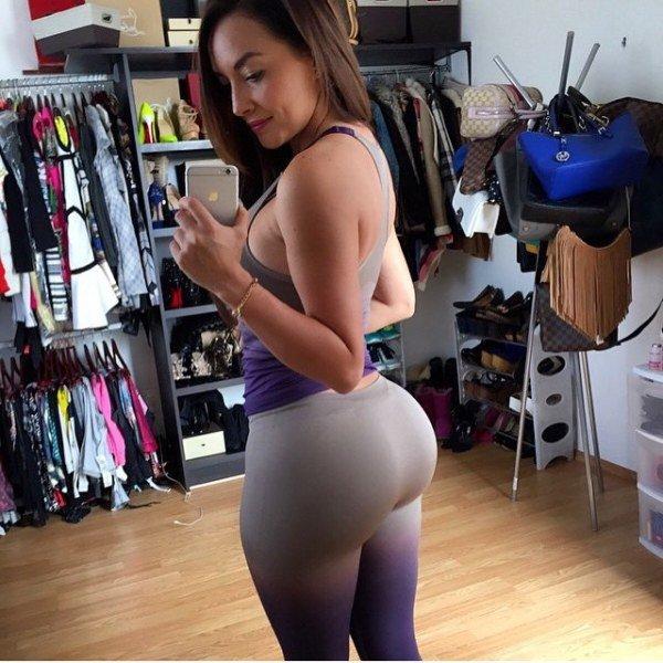 Bubble Butt Selfie Porn Photo