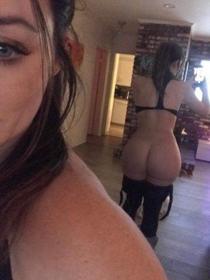 amateur photo Booty Mirror Selfie