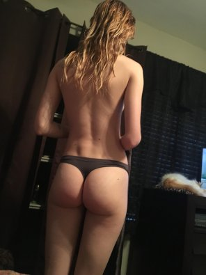 amateur photo Wet hair and a nice plump booty 😍