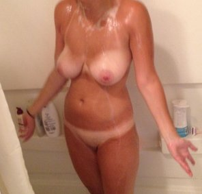 amateur photo [F]un in the shower