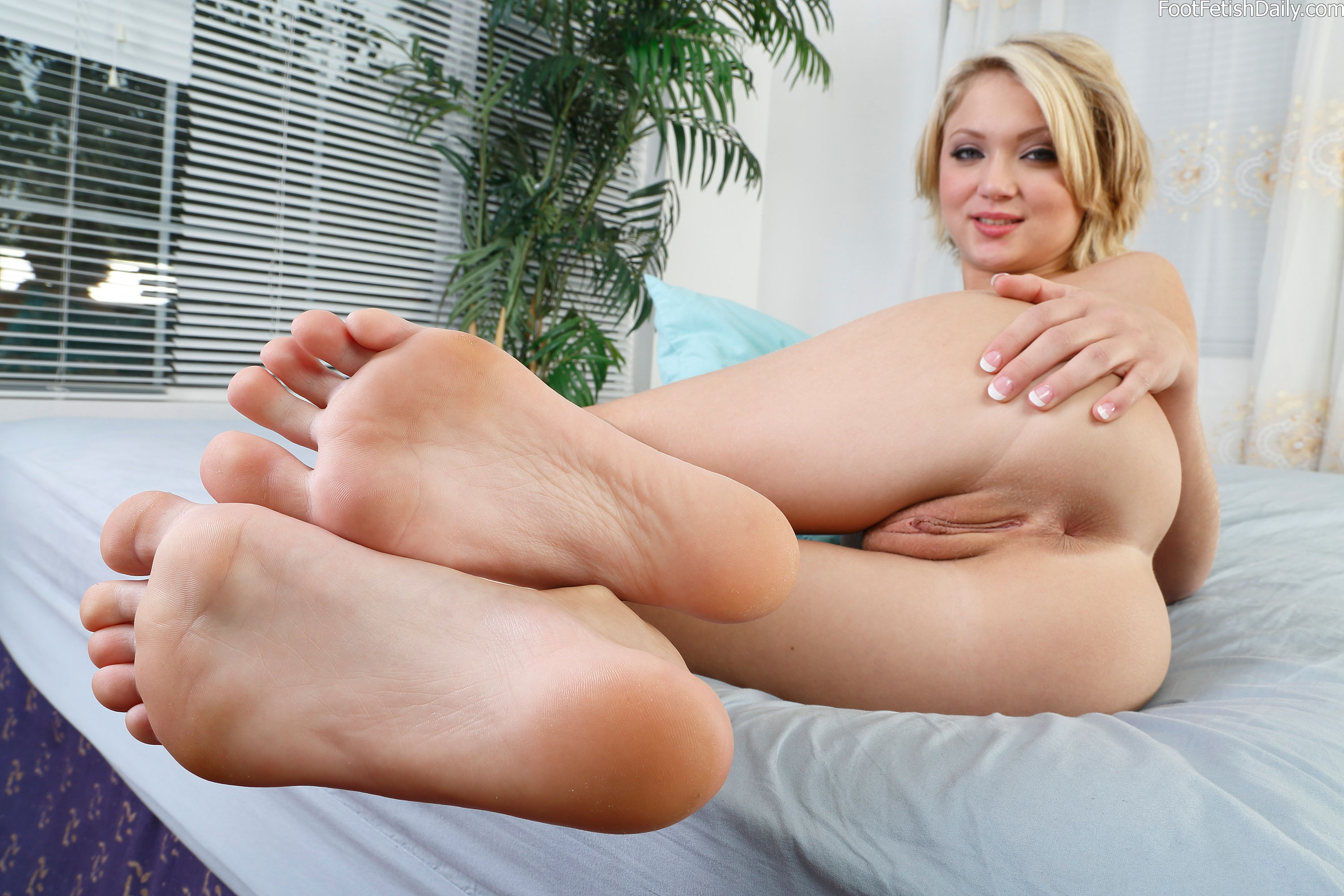 Spread pussy and feet