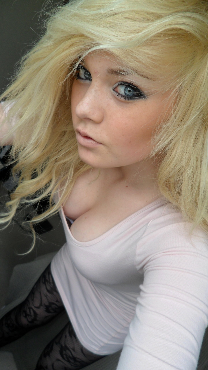 Amateur Blonde Babe Anal