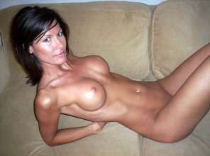 amateur photo Fit Milf on the couch