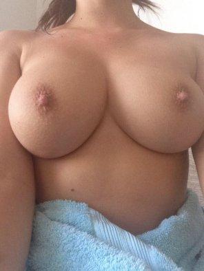 amateur photo PictureAfter shower tits