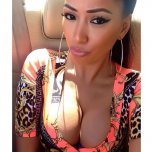 amateur photo Latina with lovely cleavage