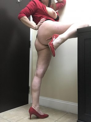 amateur photo Wish my boss would come in here and [f]uck me against this wall!!!