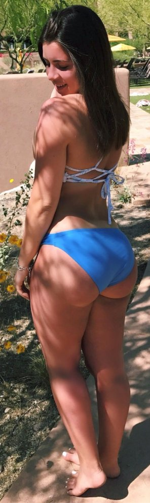amateur photo Is her big butt sexy enough?