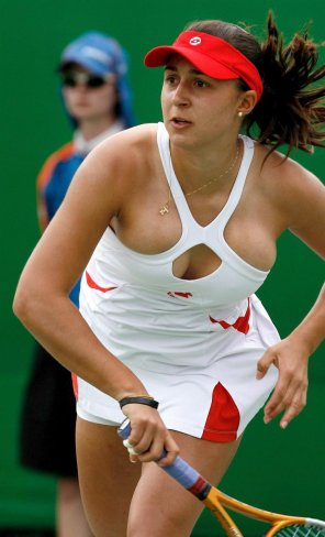 amateur photo Tamira Paszek Bursting Out