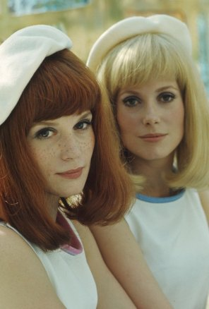 amateur photo Catherine Deneuve and her sister Françoise Dorléac, 1967