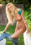 amateur photo Olivia Kent removes her jeans