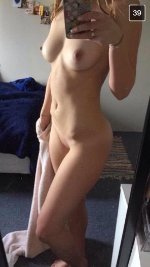 amateur photo The art of the naked selfie