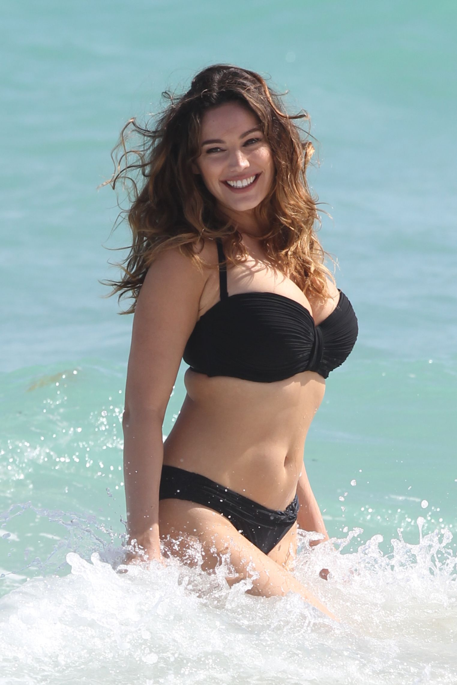 Kelly Brook seks lesbijski