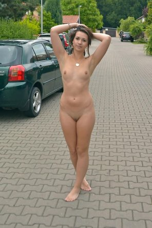 amateur photo barefoot and naked